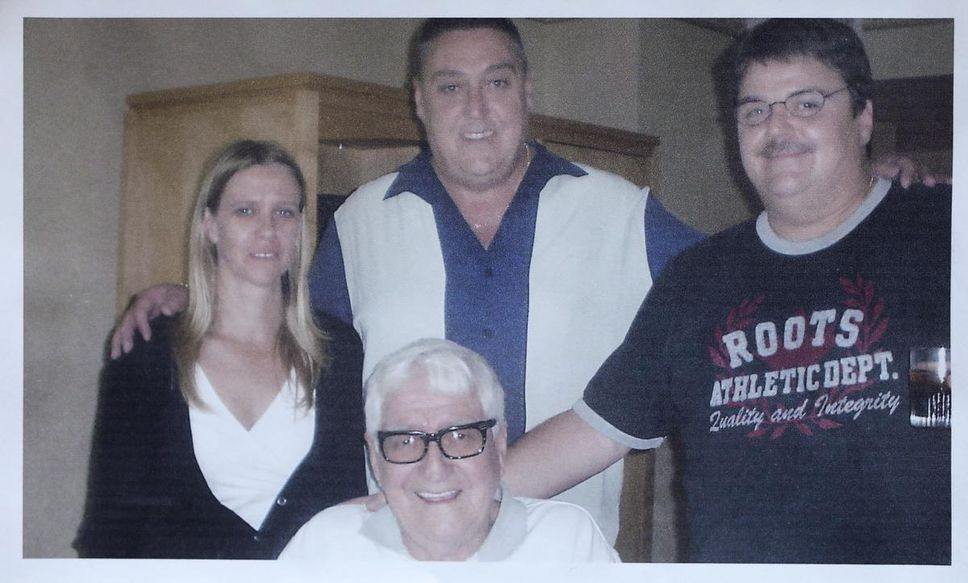 Regulator cites retirement home for neglect after senior's body left to rot in room,Roy Gillett with his children, from left, Courtney, Bill and Ricky. His family hopes the report on his case will help protect other vulnerable seniors.