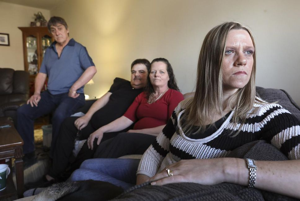 """Regulator cites retirement home for neglect after senior's body left to rot in room, Bill Gillett, left, Ricky Gillett and his wife, Helen and Courtney Gillett are angry that their father, Roy, suffered the """"indignity"""" of decomposition and couldn't be given a proper funeral, dressed in his favourite Leafs jersey."""